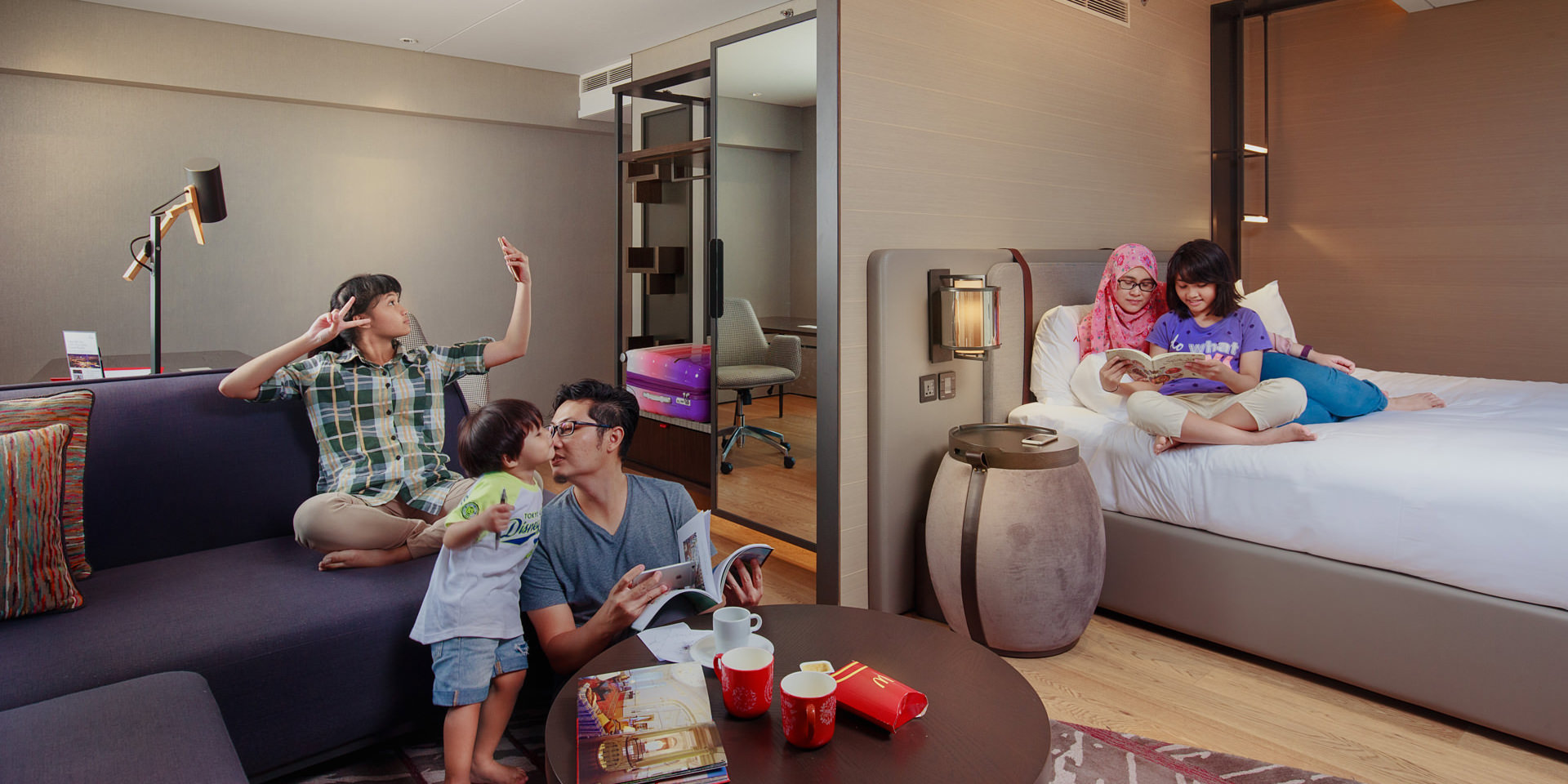 Family photo by Singapore based award-winning commercial photographer. Specializes in a variety of commercial work ranging from portrait, food and interior photography.